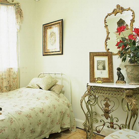 Vintage Style Bedroom With Ornate Accessories