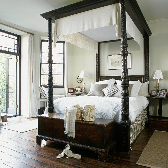 Bedroom with four poster bed and dark wood furniture for Bedroom designs with four poster beds