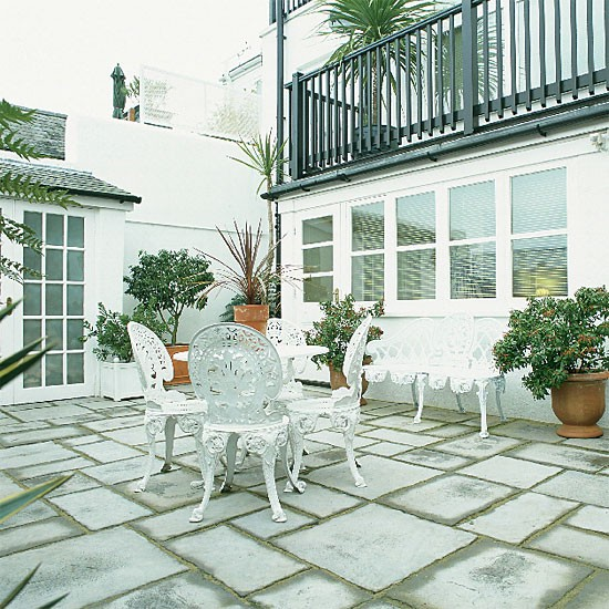Garden with traditional patio | Garden furniture | Outdoor dining | Image | Housetohome