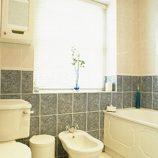 Tiled en suite bathroom bathroom vanities decorating for Banos chicos y modernos