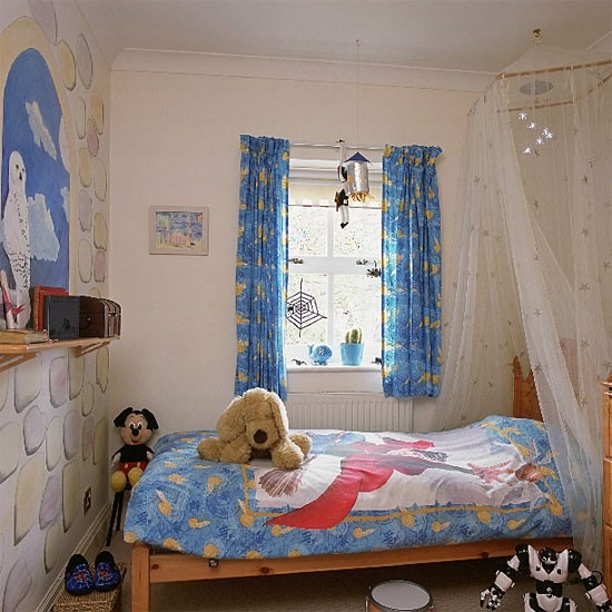 Kids Bedroom Wall Decor Bedroom Designs Latest Bedroom Ideas For Quadruplets Bedroom Blue Carpet: Bedroom With Canopy And Harry Potter Bed Linen And