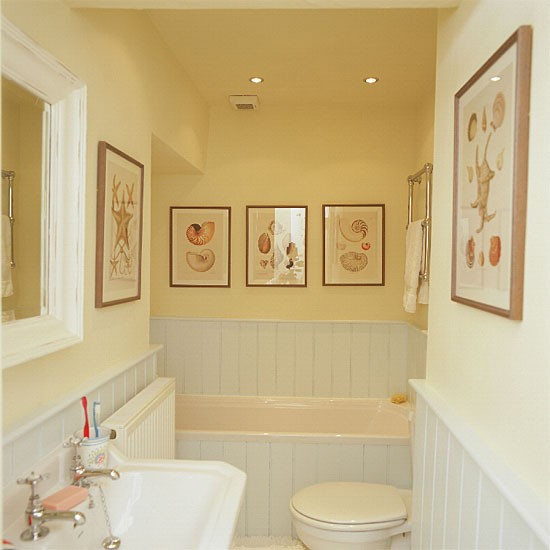 Yellow bathroom with white suite and tongue and groove for Bathroom ideas yellow tile