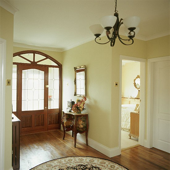 Cream traditional hallway hallway furniture decorating for Traditional foyer decorating ideas