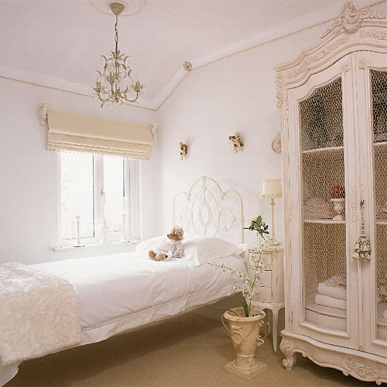 White vintage bedroom  Bedroom furniture  Decorating ideas  Image ...