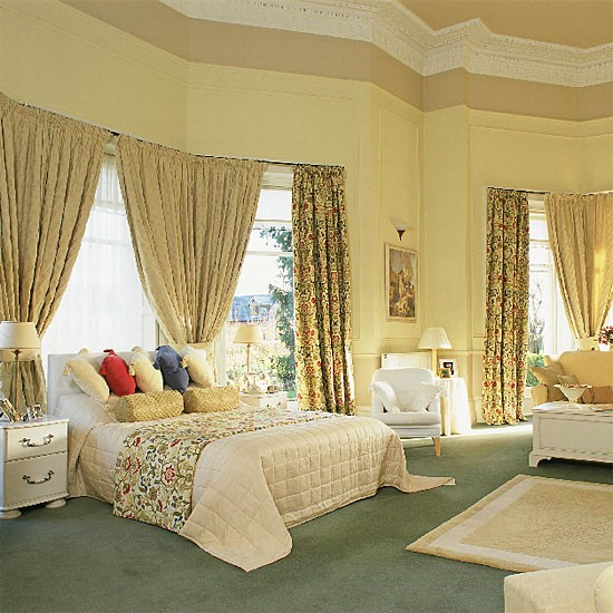 bedroom with traditional furniture and curtains