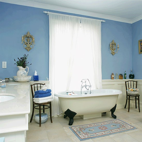 Blue and white bathroom | Bathroom idea | Freestanding bath | Image | Housetohome.co.uk