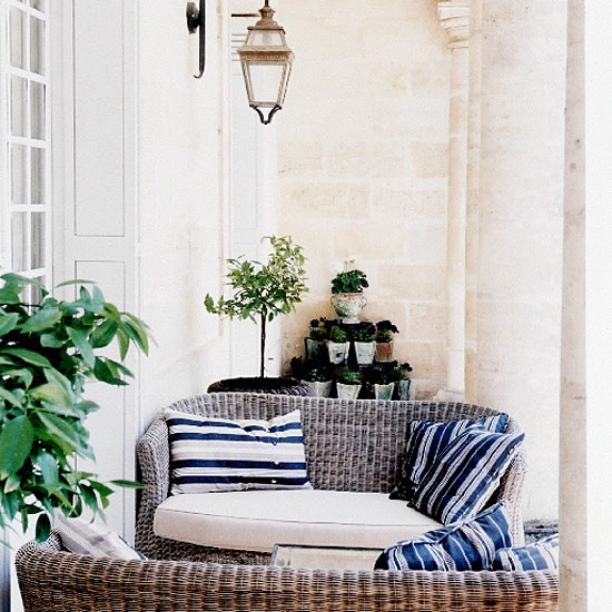 Garden seating area garden furniture decorating ideas for Garden area ideas