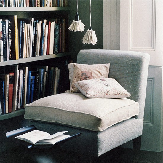 Decorate Small Reading Area: Classic Living Room Reading Area