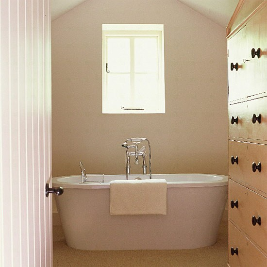 Small modern bathroom bathroom vanities decorating for Small bathroom designs uk