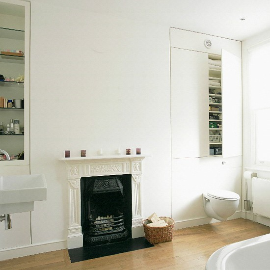 Victorian bathroom with contemporary accessories for Modern victorian bathroom ideas