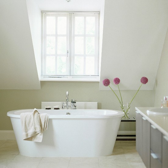 Contemporary ensuite bathroom | White standing bath | Image | Housetohome.co.uk