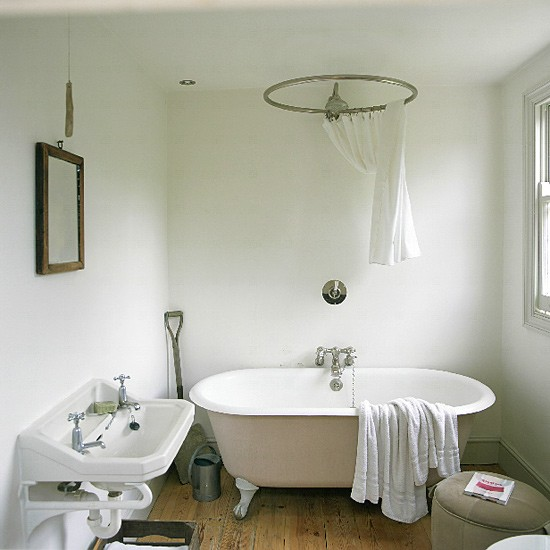 French bathroom decorating ideas freestanding bath for A bathroom in french