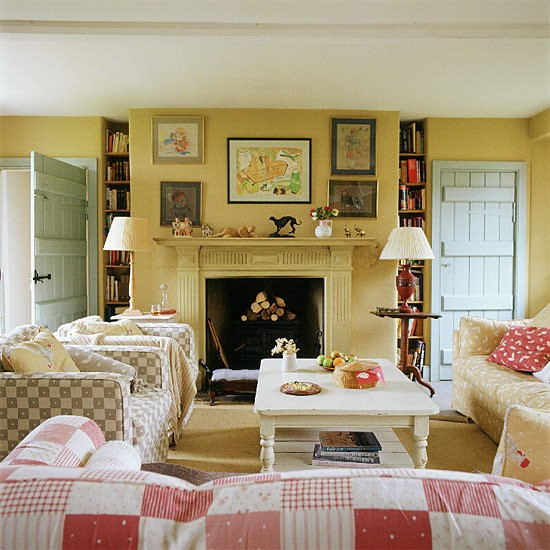 Living room with country style checks for Country style family room ideas