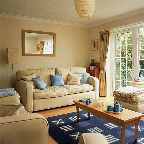 Living room with laminate flooring housetohomecouk for Living room makeover ideas uk