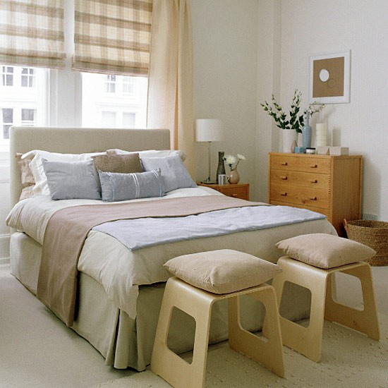 Bedroom in blue and taupe with checked blind bed and for New england style bedroom