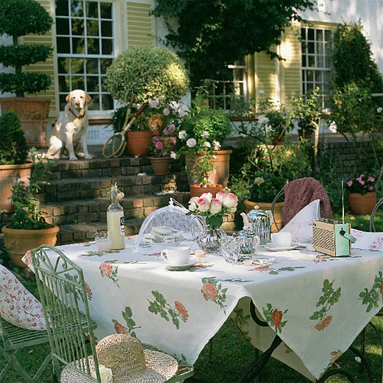 Outdoor dining area | dining room ideas | image