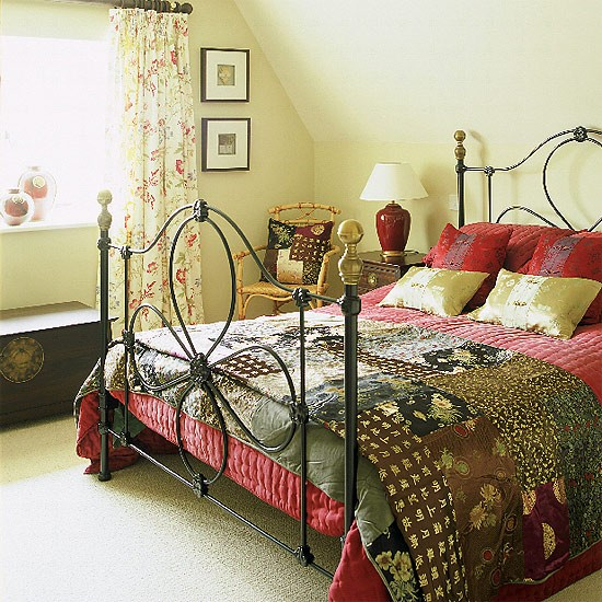 Quilt Ideas For Master Bedroom : Cream bedroom with black bedstead and patchwork quilt housetohome.co.uk