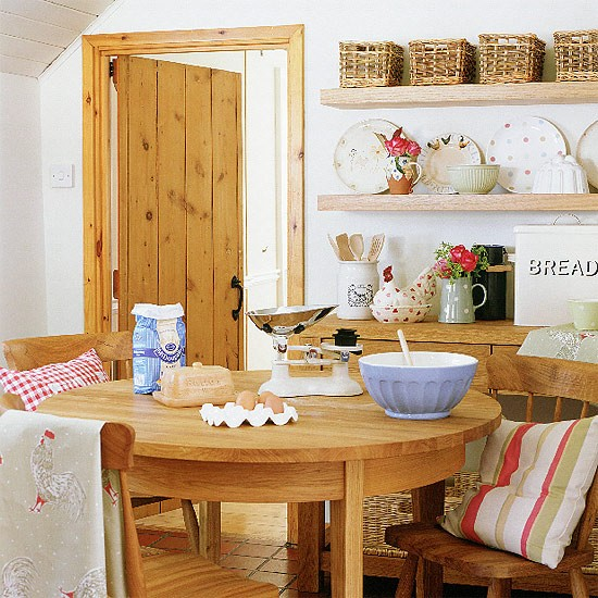 Country kitchen with oak dining table | Country kitchens | kitchens | decorating | Housetohome.co.uk