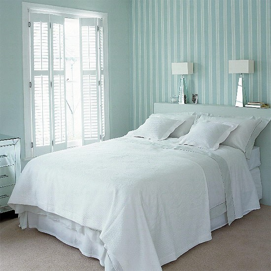 Small bedroom bedroom decorating bedroom furniture for Striped wallpaper bedroom designs