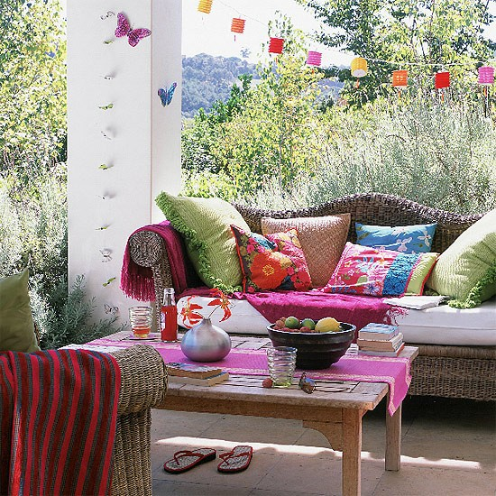Colourful garden seating area | garden ideas | image
