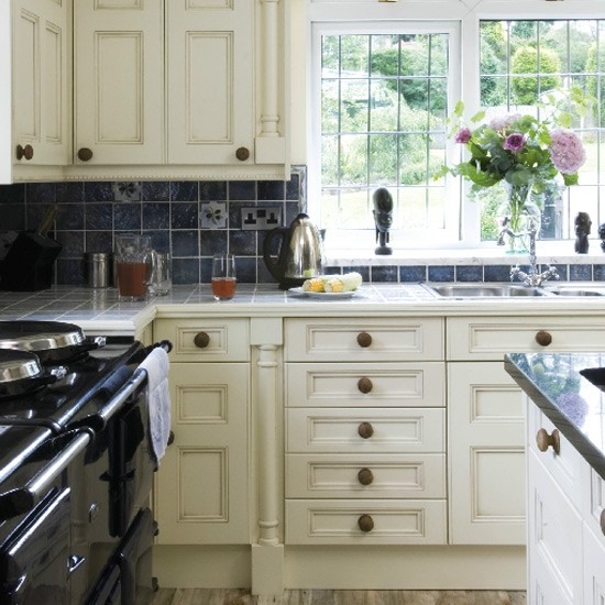 Traditional painted kitchen | Kitchen decorating | Design ideas | Image | Housetohome