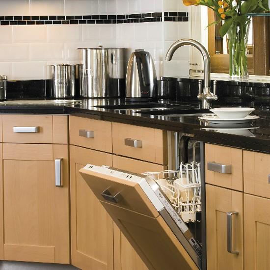 Kitchen Ideas With Black Worktops: Modern Beech And Granite Kitchen