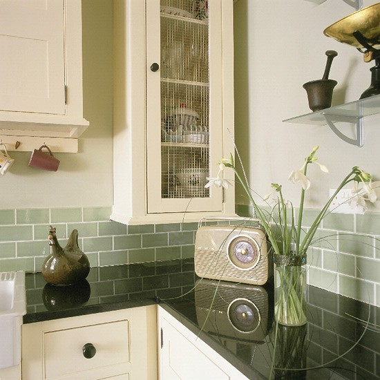Retro shaker style kitchen kitchen design decorating for Metro tiles kitchen ideas