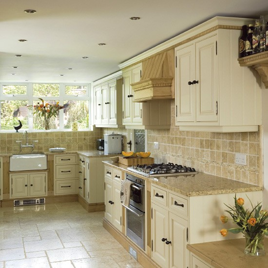 Traditional painted oak kitchen kitchen design for Traditional kitchen wall tiles