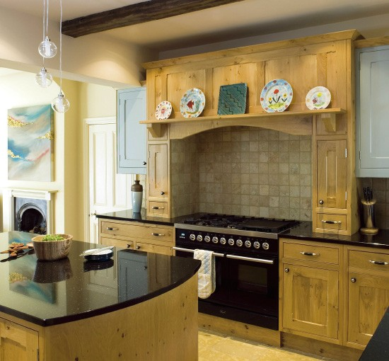 Oak farmhouse kitchen kitchen design for Farm style kitchen designs