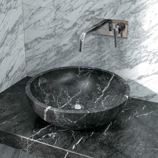 Marble Basin : Black and white marble basin trend for bathrooms