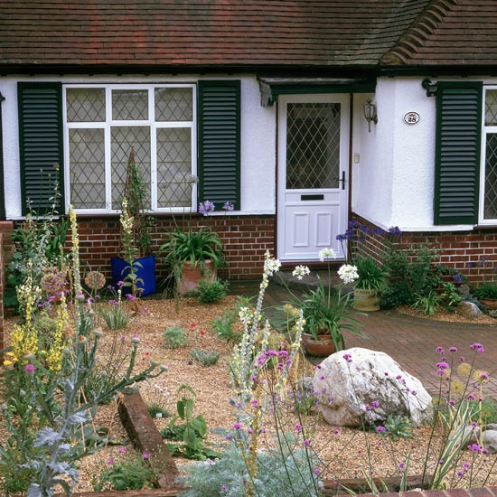 Front garden with planting in gravel garden design for Gravel garden designs
