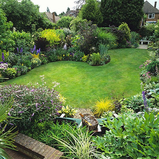 Pictures Nice Home Gardens : Nice lush borders garden