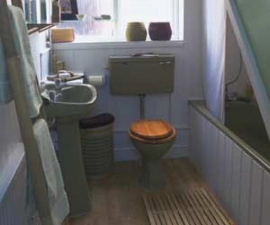 Bathrooms suites avocado and monopoly on pinterest for Avocado bathroom suite ideas