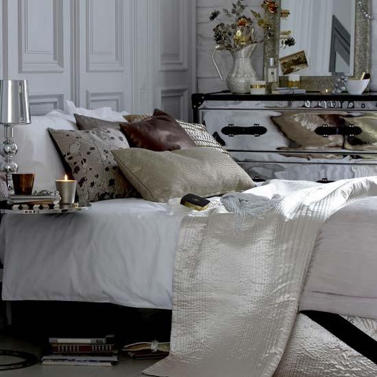Glamorous bedroom sparkling accessories bedroom for Glamorous bedroom designs
