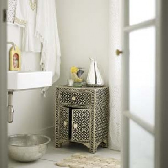 Modern indian bathroom bathroom vanities decorating for Small indian bathroom designs