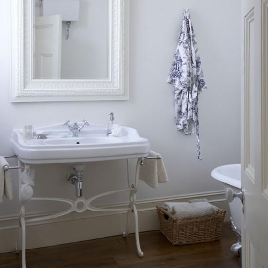 Simple Bathroom Decorating Ideas: Housetohome.co.uk