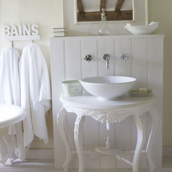 Simple country style bathroom bathroom vanities for Country bathroom ideas