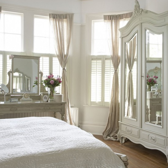 Gorgeous cream bedroom bedroom furniture decorating for Bedroom designs cream