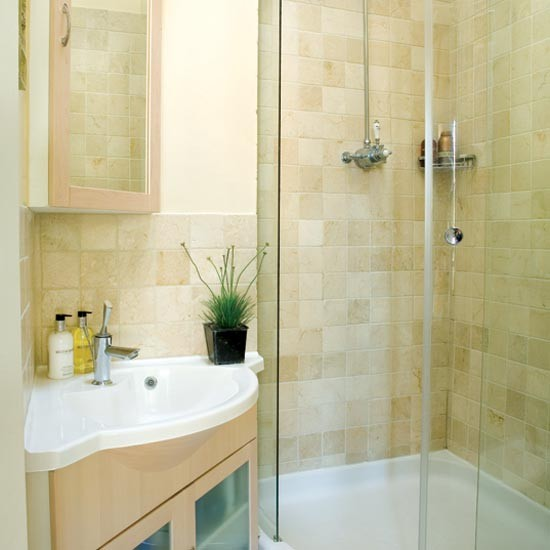 this en suite shower room fits in a large basin and spacious shower