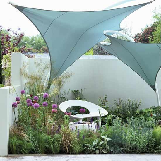 stylish city courtyard. Black Bedroom Furniture Sets. Home Design Ideas