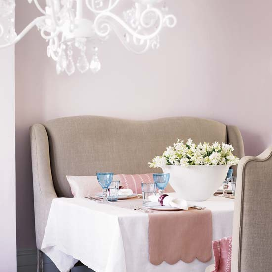 Pastel pink dining room gorgeous pinks 10 decorating for Pink dining room ideas