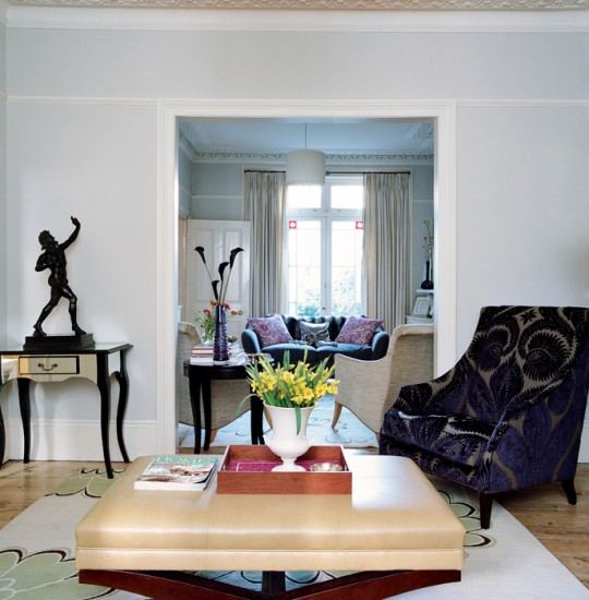 Living room with bold accessories living roo mfurnture for Bold living room ideas