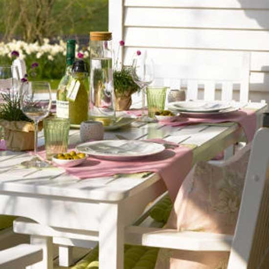 How to lay the perfect alfresco dining table video