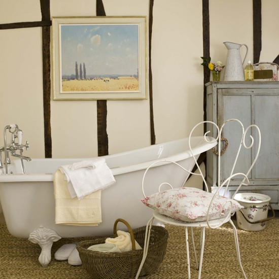 Traditional country bathroom | Bathroom vanities | Decorating ideas | Image