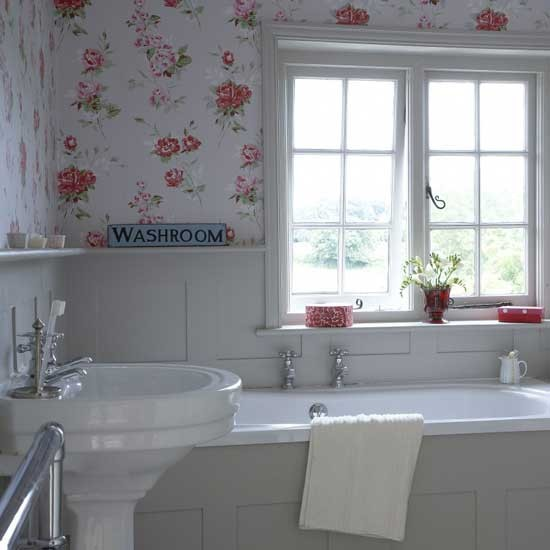 Small floral-print bathroom | Small bathroom design ideas | Bathroom decorating ideas | Bathroom storage | PHOTO GALLERY | Housetohome