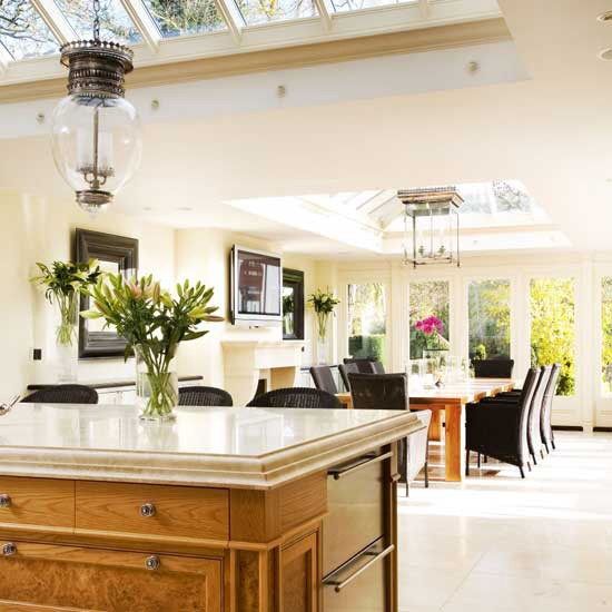 Bright dining room conservatory dining decorating for Conservatory dining room design ideas