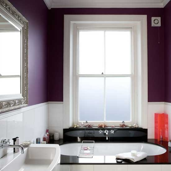 Purple and white bathroom for Bathroom ideas violet