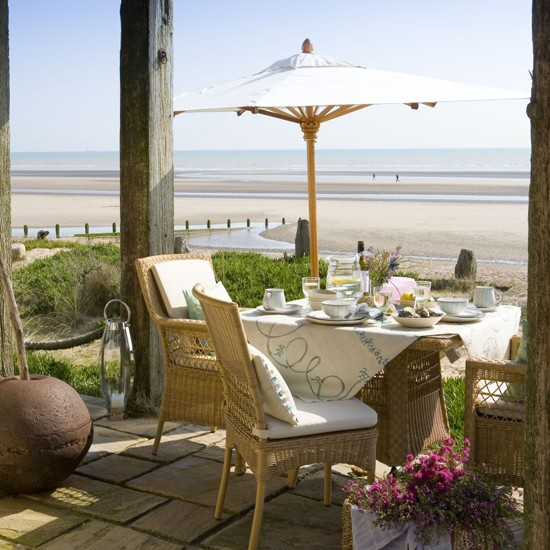 Alfresco garden dining by the sea