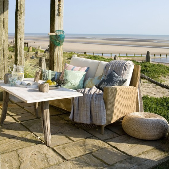 Beach patio garden dining ideas image for Beach garden designs