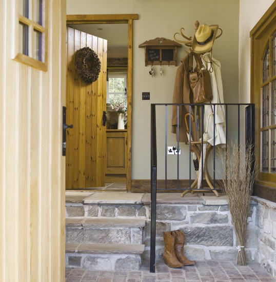 New Home Interior Design Country Hallway: Country-style Hallway